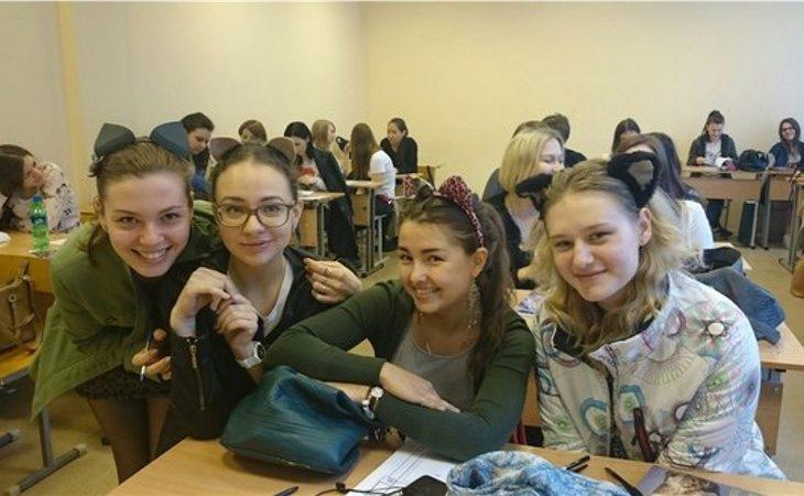 Los alumnos solían ir a clase con accesorios felinos