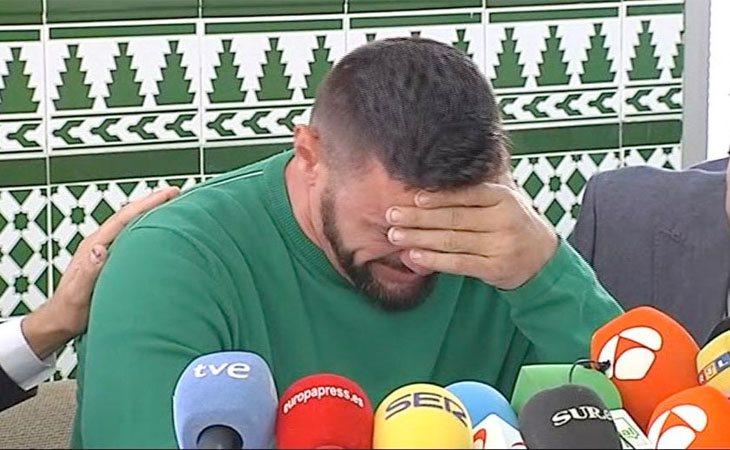 David Serrano se derrumba en la rueda de prensa convocada tras el hallazgo de Julen