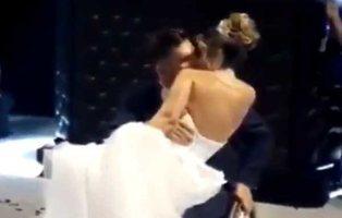 Un joven paralítico consigue levantar el día de su boda para bailar con su mujer