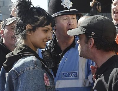Saffiyah Khan: de icono antirracista a cantante del grupo The Specials