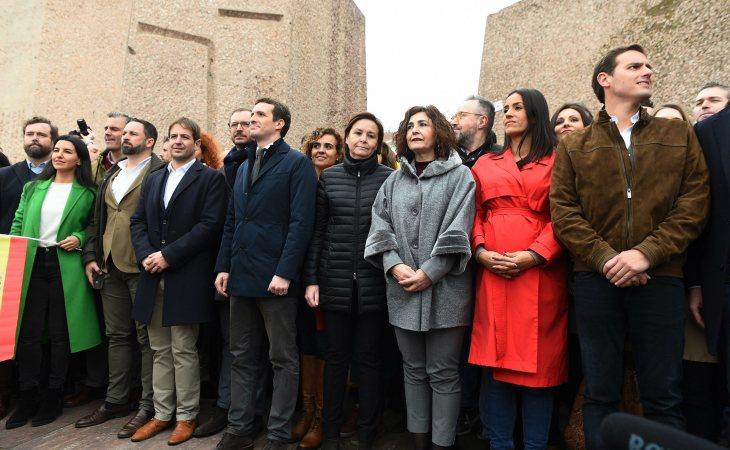 PP y Ciudadanos, junto a la extrema derecha de VOX, en la manifestación de Colón contra el Gobierno