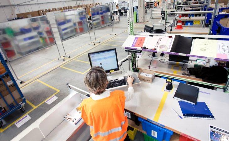 El modelo de centros de distribución de Amazon mantiene menor rentabilidad por su ausencia de marcas propias