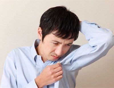 Los hombres solteros huelen más fuerte que los que tienen pareja, según un estudio