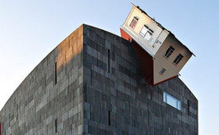 'House Attack' del arquitecto Erwin Wurm