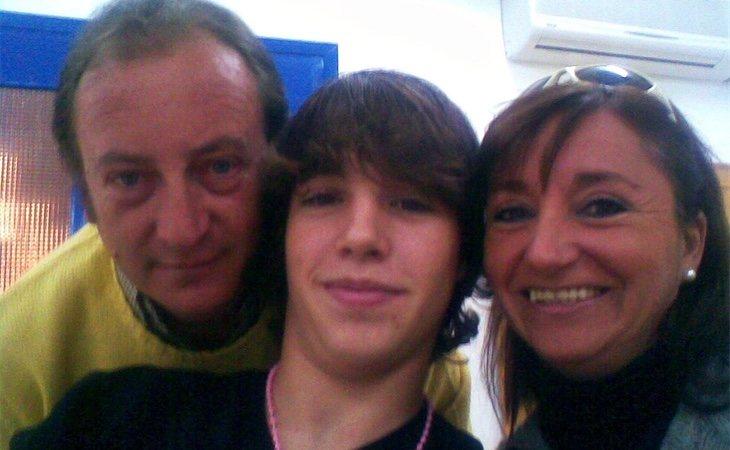 'El Cuco' con su madre Rosalía y su padrastro Ángel, durante su internamiento