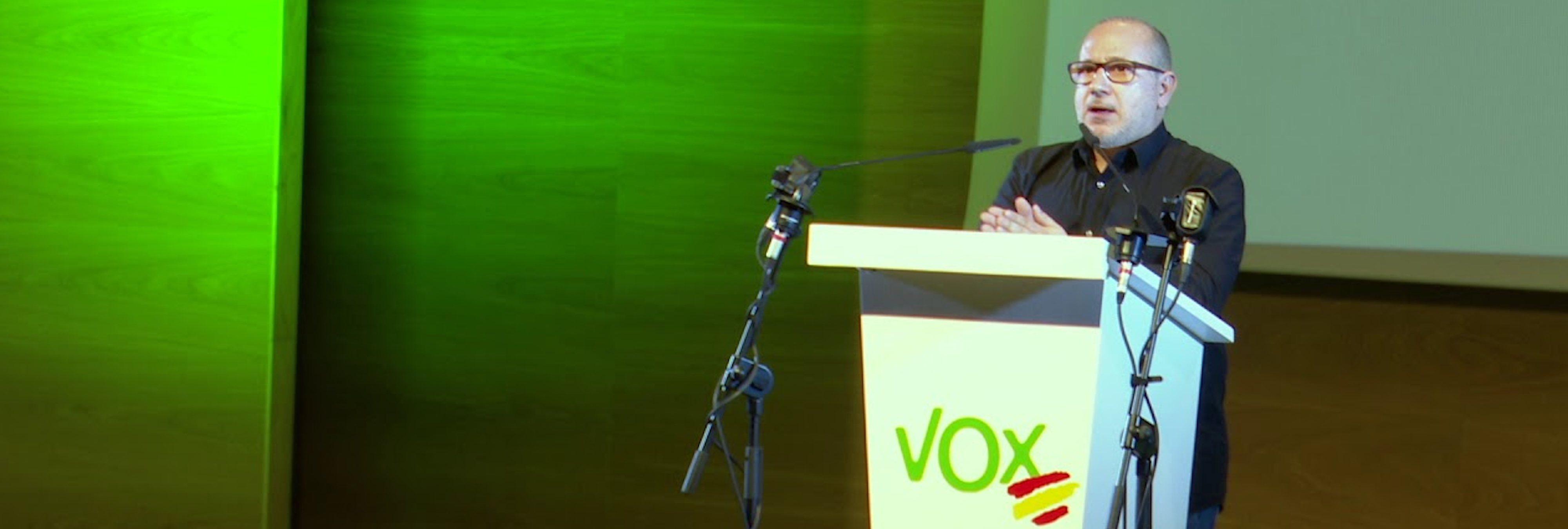 El homófobo senador de VOX cobrará 8.822 euros por 14 días en el cargo