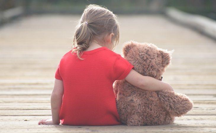 La menor sufre crisis de ansiedad antes de las visitas de su padre