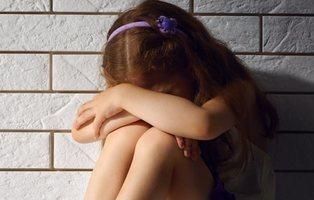 La Justicia obliga a una niña de ocho años a ver su padre, acusado de violarla en Zaragoza