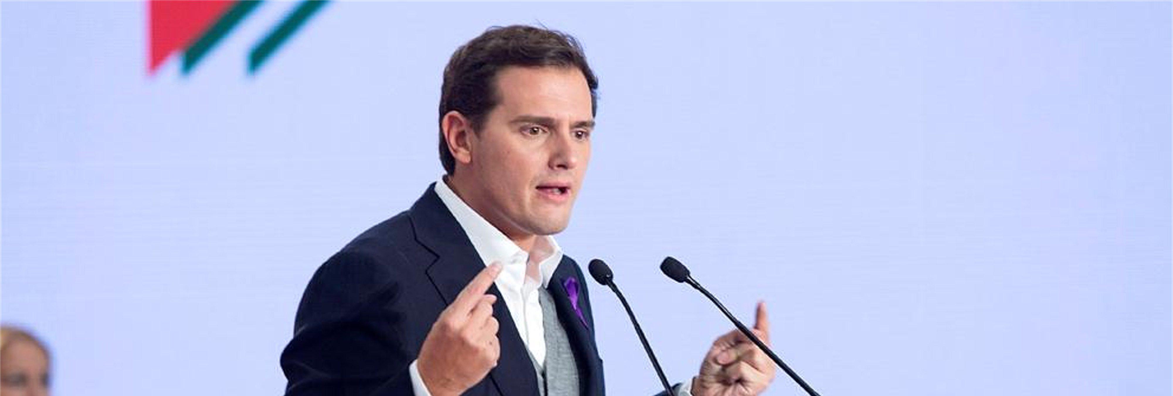 """The Economist llama """"sectario"""" a Rivera por vetar al PSOE y 'abrazar' a la ultraderecha de VOX"""