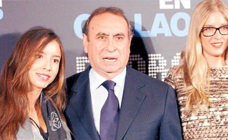 Las hijastras de Felipe González, junto a su tío político Pedro Trapote