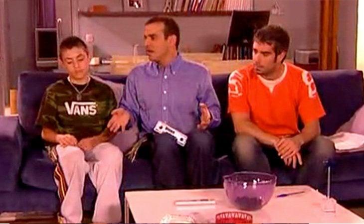 Mauri y Fernando adoptan a Chechu en 'Aquí no hay quien viva'
