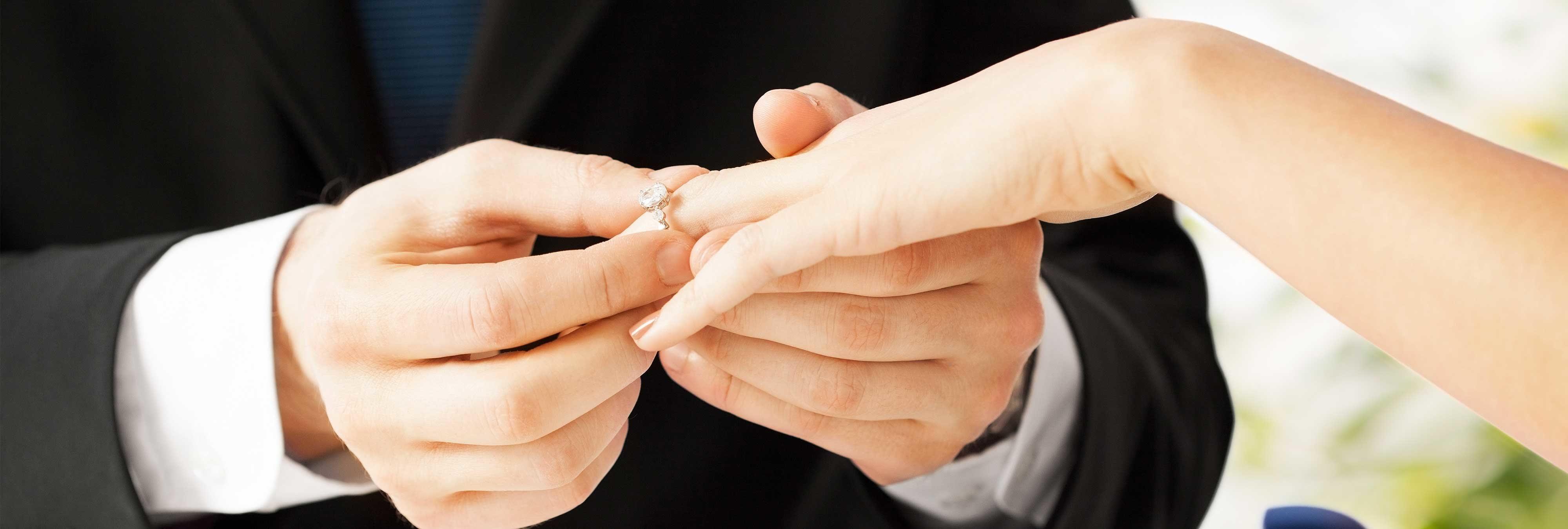 Un multimillonario ofrece su empresa y 315.000 dólares para quien se case con su hija