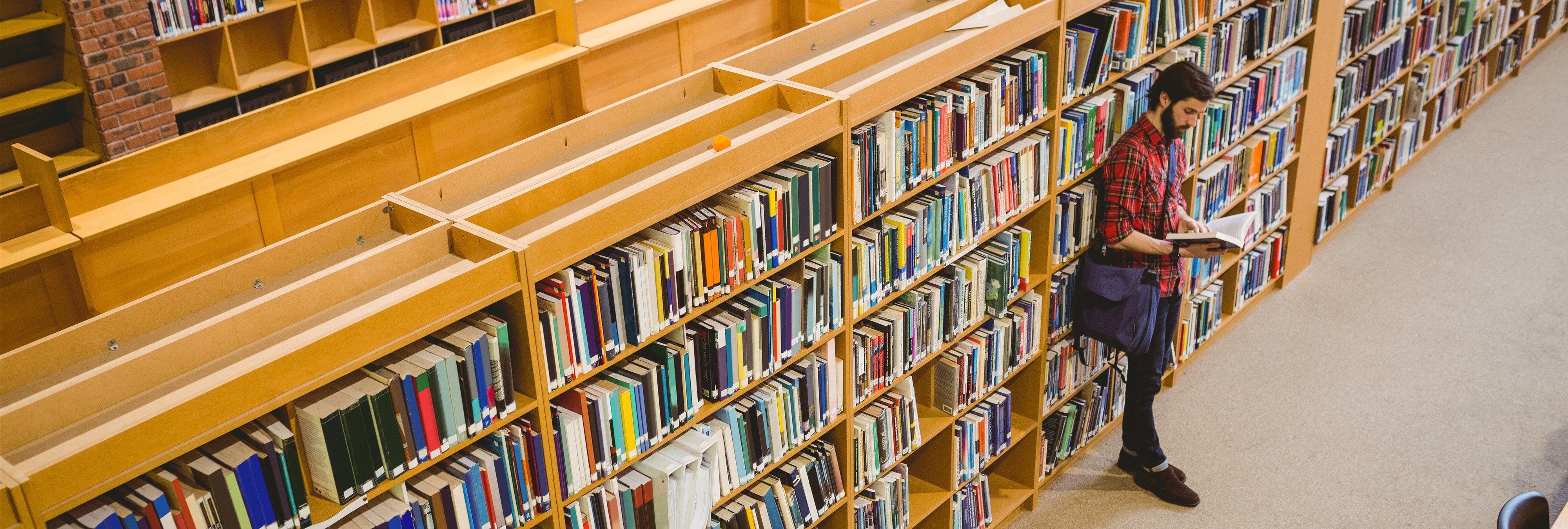 Se masturba en una biblioteca y le prohíben entrar en todas las del mundo
