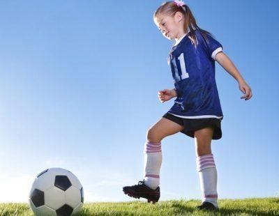 """Insultos machistas a una jugadora de 9 años en un partido de fútbol: """"Agárrale las tetas"""""""