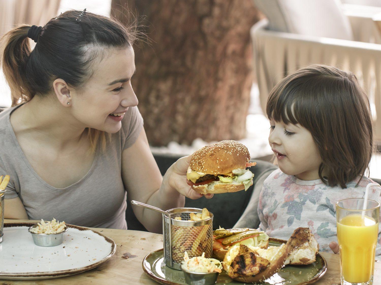 Un estudio sexista culpa a las madres trabajadoras de la obesidad infantil