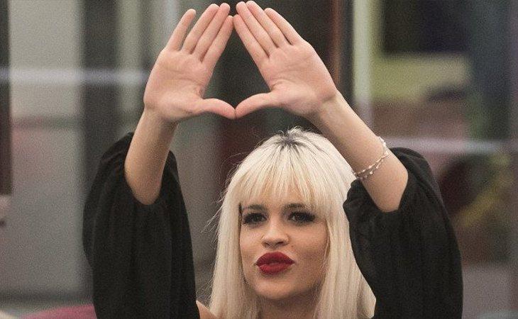 Ylenia hace el símbolo feminista con sus manos en 'GH DÚO'