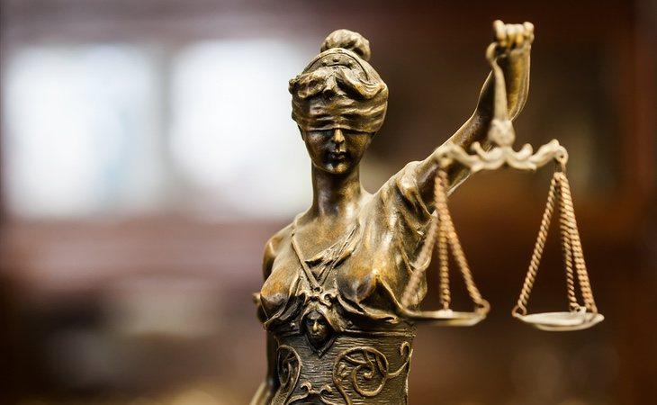 El juez considera que el caso representa un delito de violencia doméstica