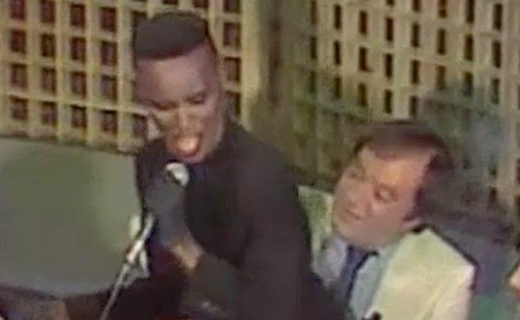 El comisario hace 34 años junto a Grace Jones