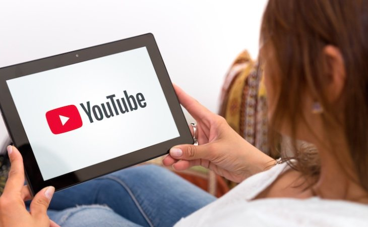 La mujer intentó dar a luz con un tutorial de YouTube
