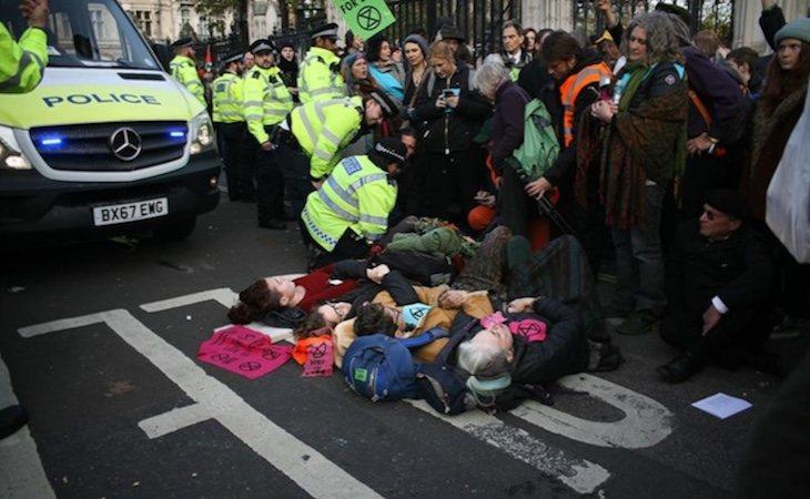 Extinction Rebellion protestando en las calles de Londres