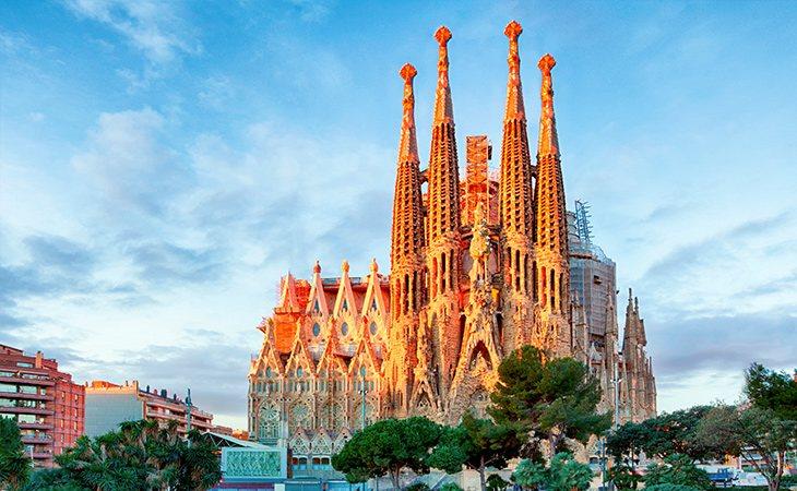La Sagrada Familia está entre los monumentos más famosos de Barcelona
