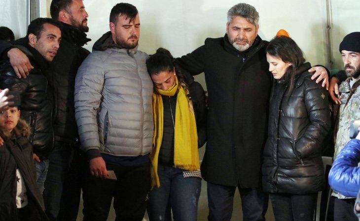 Juan José Cortes junto a los padres de Julen en Totalan (Málaga)