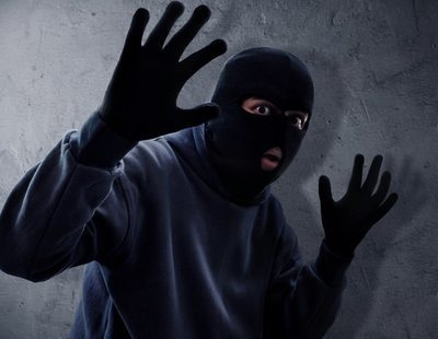 Un atracador devuelve el dinero a su víctima tras ver el saldo de su cuenta bancaria