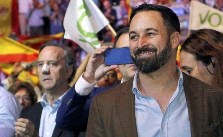 El portavoz de la Fundación Franco, Jaime Alonso -izq- acudió al famoso acto de VOX celebrado en Vistalegre