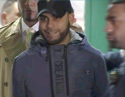 La sonrisa de un hombre después de matar brutalmente a su bebé que ha estremecido al mundo