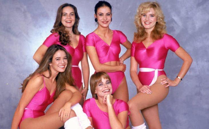 Kim Manning y sus compañeras azafatas del 'Un, dos, tres...'