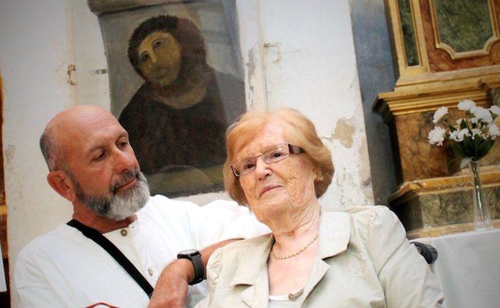Cecilia Giménez con Andrew Flack, director de la ópera