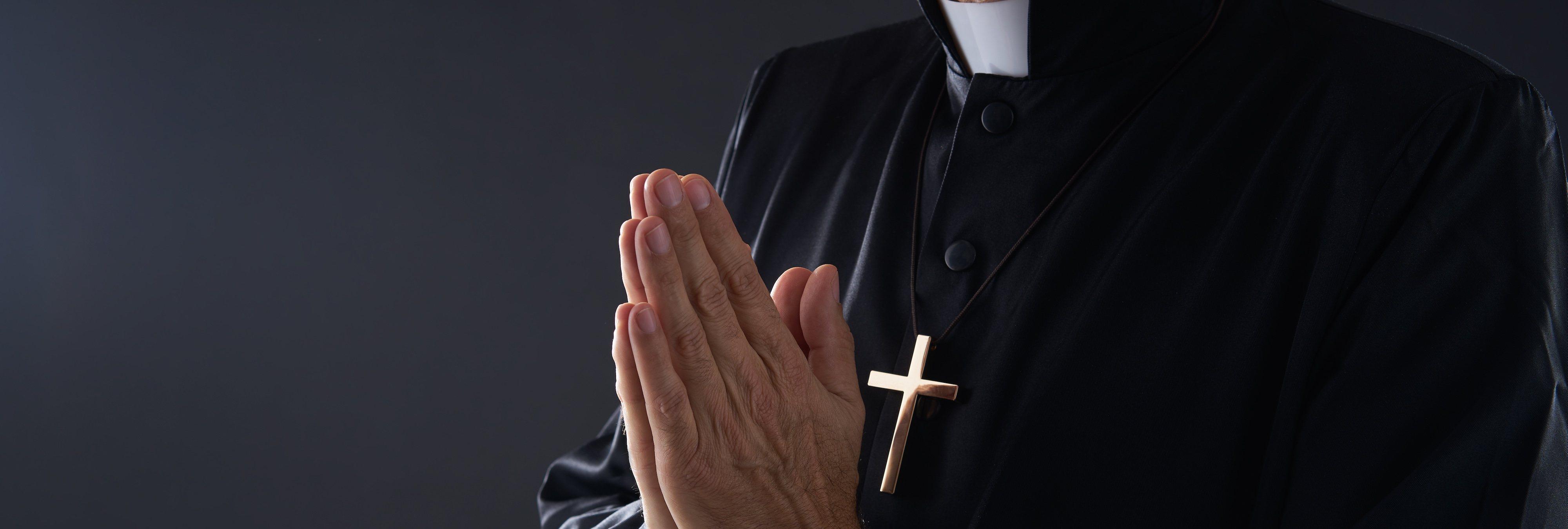Dos actores porno protagonizan una hoja parroquial sobre el diálogo de la familia