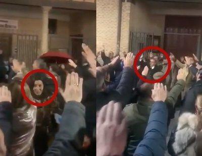 Dos directivos de VOX cantaron el 'Cara al sol' en una misa por Franco