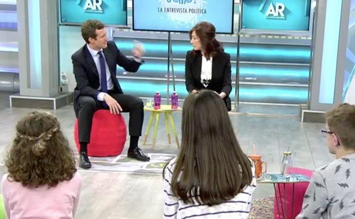Pablo Casado frente a los niños en 'El programa de Ana Rosa'