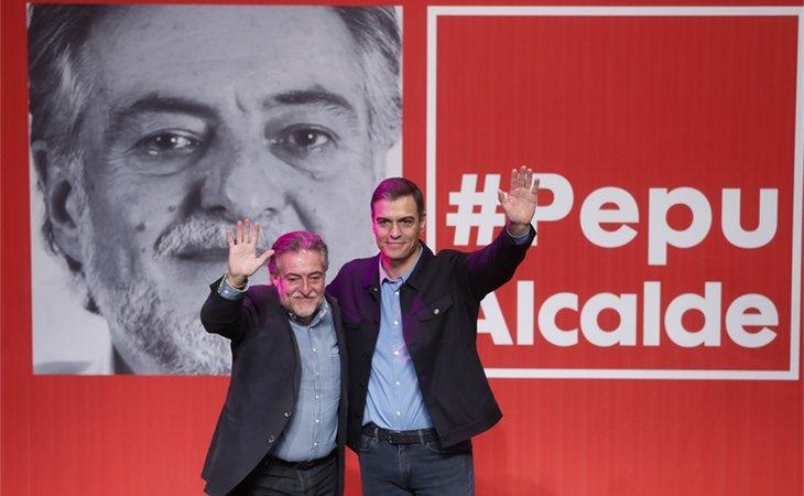 Pepu Hernandez junto a Pedro Sánchez