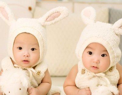 Una mujer da a luz a dos gemelos de padres diferentes