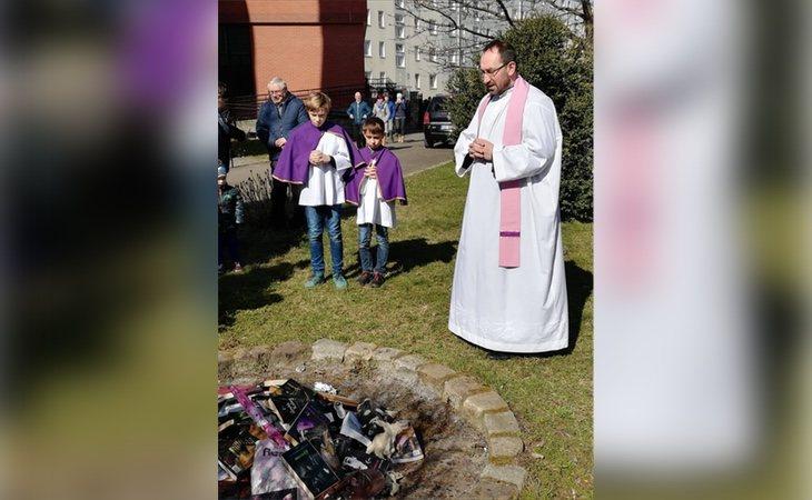 Misa al calor de la hoguera pagana