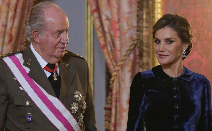 El rey emérito don Juan Carlos junto a la reina Letizia