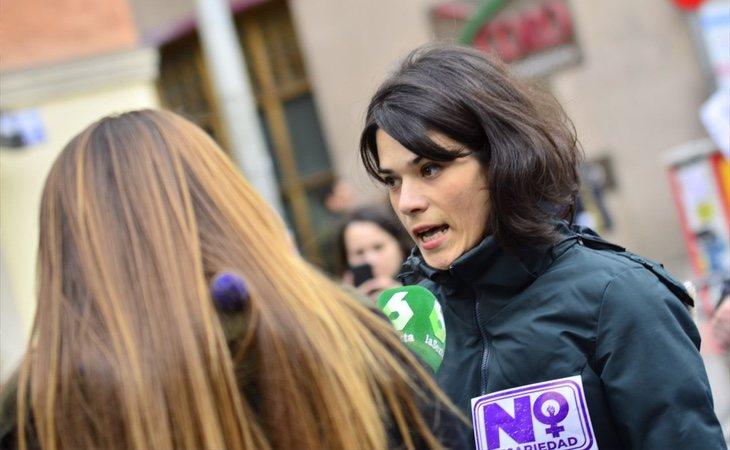 El excesivo poder otorgado a los anticapitalistas, como la nueva candidata madrileña Isabel Serra, aleja a Podemos del centro político