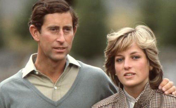 Lady Di junto al príncipe Carlos