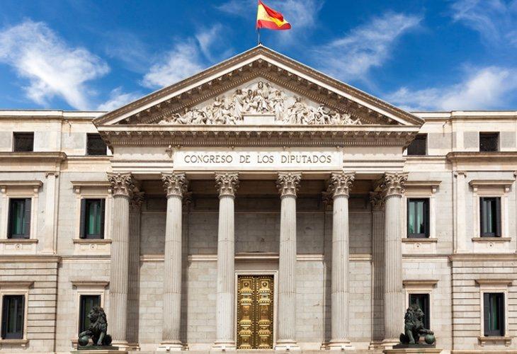 España necesita llegar en las mejores condiciones al próximo contexto económico en mitad del proceso de italianización de la política en que se encuentra sumergida