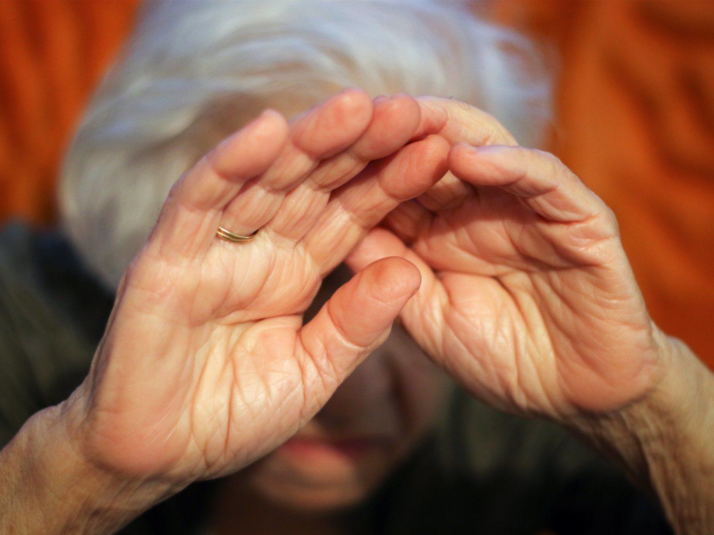 Humillaciones, insultos y agresiones a dos ancianas en una residencia de Madrid