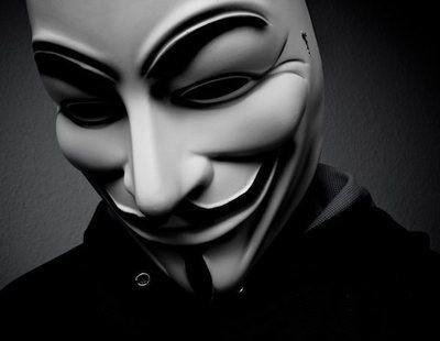 "Anonymous amenaza con la llegada de una revolución : ""¡Liberen a Assange o lo pagarán!"""