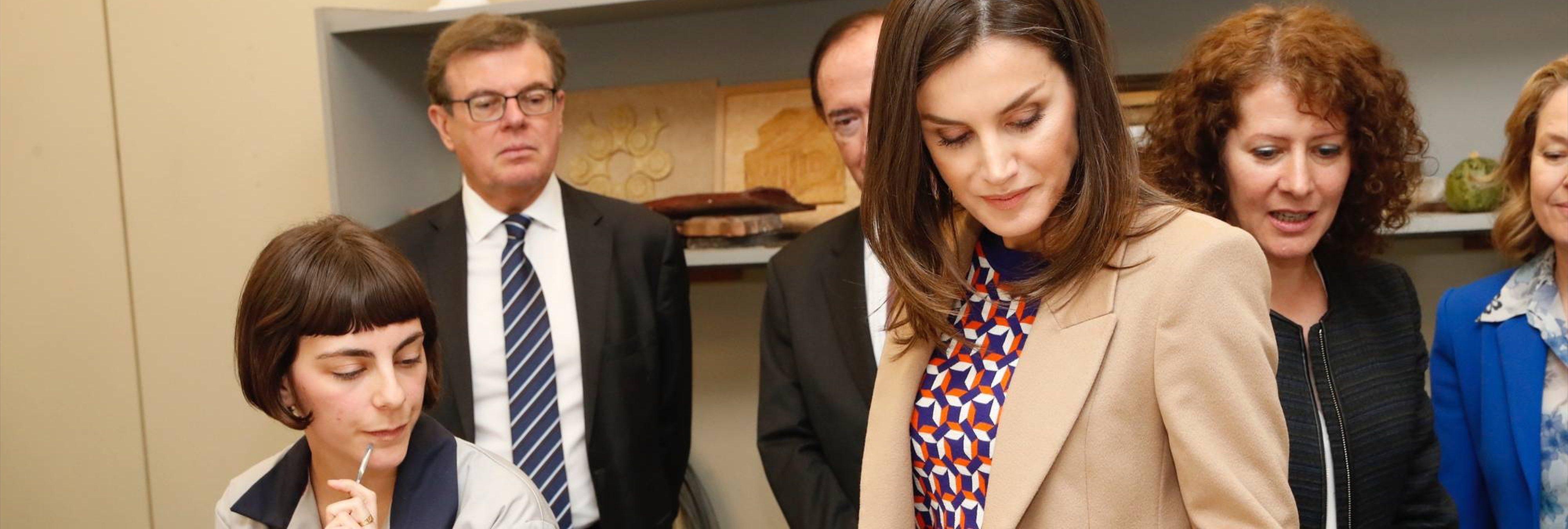 """La prepotencia de la Reina Letizia con una alumna: """"No me cuentes esto otra vez"""""""