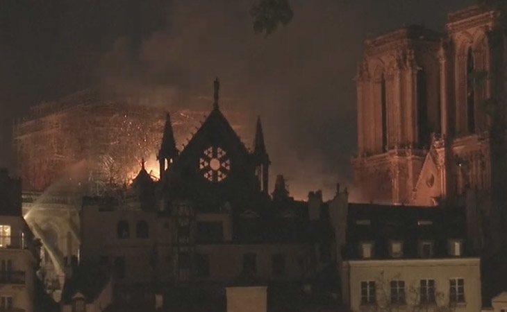 Las llamas se han extendido por todo el edificio