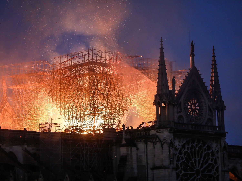 Todo lo que se ha salvado y destruido en la catedral de Notre Dame