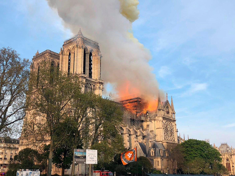 Santiago Abascal (VOX) aprovecha la tragedia de Notre Dame para lanzar mensajes de odio