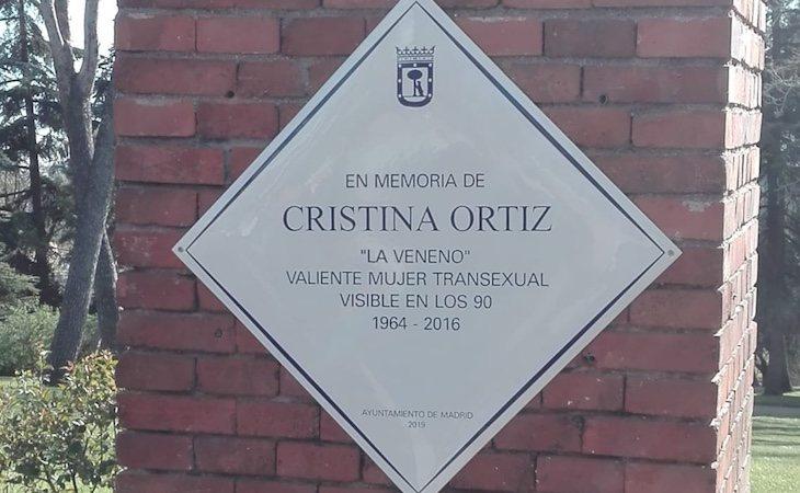 La placa homenajeaba a La Veneno como una valiente mujer transexual visible en los 90