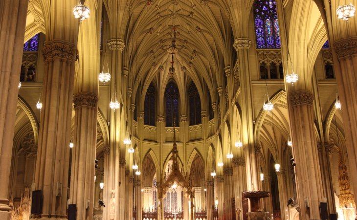 La catedral de Saint Patrick se encuentra en Manhattan, Nueva York