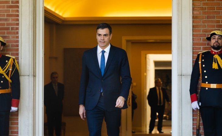 Sánchez, con algunas fortalezas como ser el único candidato con experiencia de Gobierno y ganando en las encuestas, regala el argumentario a la oposición